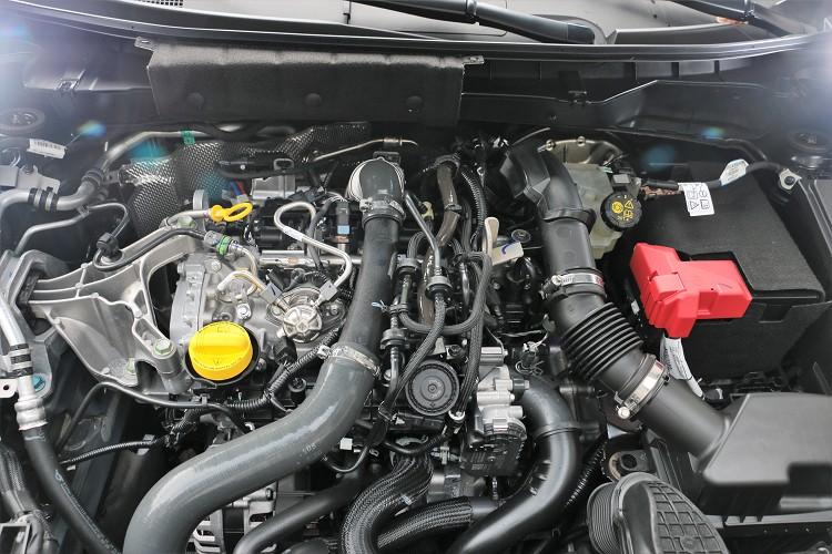 換裝全新一代HRA0DDT 1.0升三缸渦輪增壓引擎,最大馬力調降116.9匹,最大扭力則有18.4公斤米,引擎瞬間增壓模式可提升扭力達到20.4公斤米。