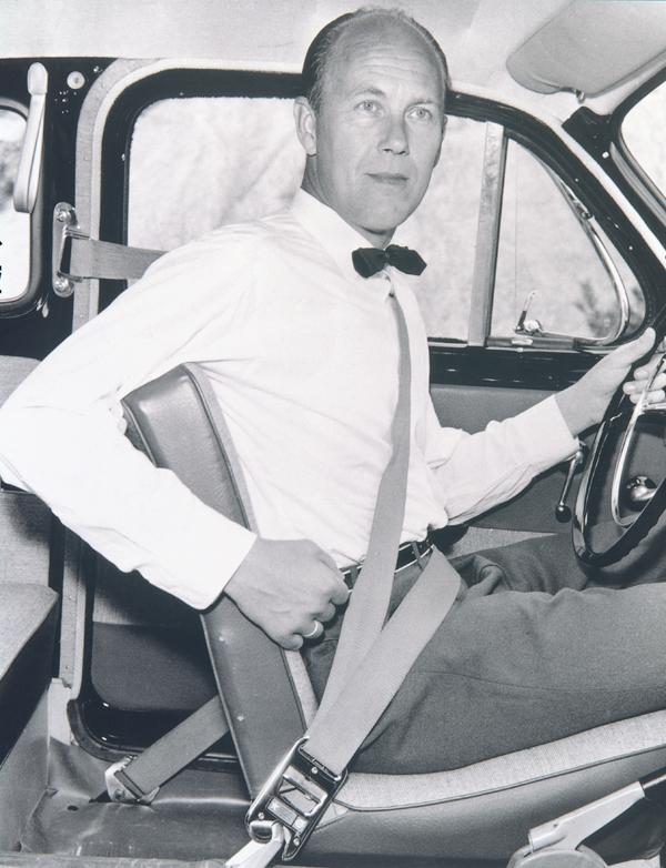 現在大家常見的三點式安全帶起源於1959年,VOLVO工程師Nils Bohlin舉得專利後隨即開放給各車廠使用,可說救人無數。