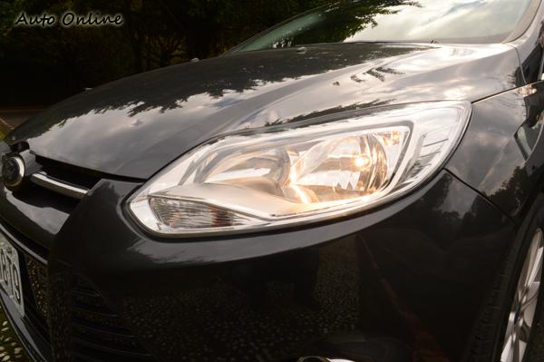 燈光的檢查對行車安全很重要,可以想像在夜晚沒有頭燈,真不知道要如何開車。