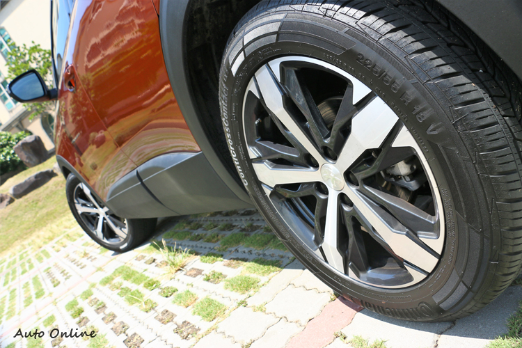 選配Grip Control抓地力控制系統,鋁圈升級到18吋,如果是一般規格鋁圈標準配備17吋。