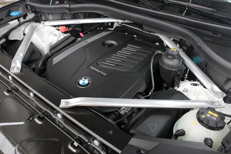 四支鋁合金拉桿包圍引擎室,可想而知它的結構有多強壯。