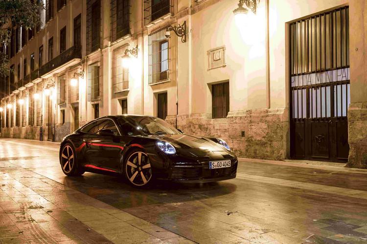 《絕地戰警 3》)中的最新世代911 Carrera 4S(Type 992)。