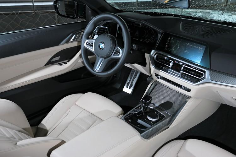 進到車內,所有的配置都如此熟悉,沒錯它就是與4系列Coupe一模一樣。