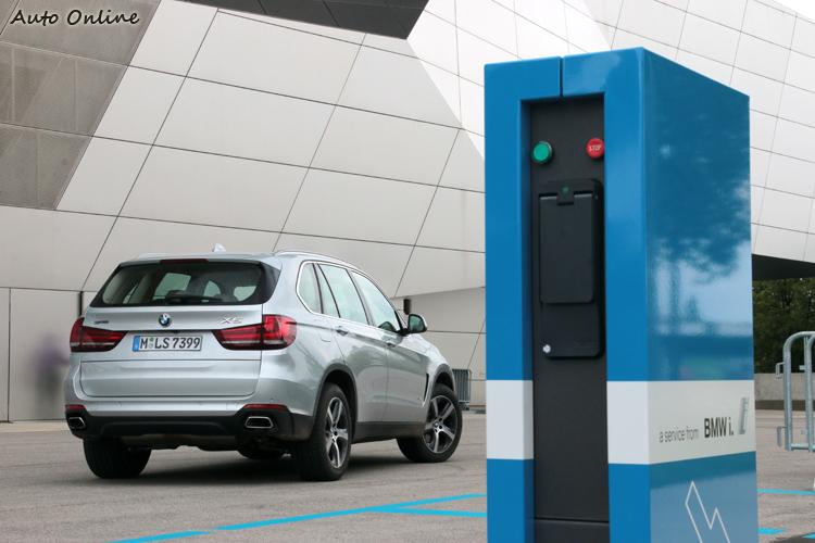 這次我們啟程前往德國慕尼黑,為大家揭開BMW X5 40e插電油電混合車的秘密。