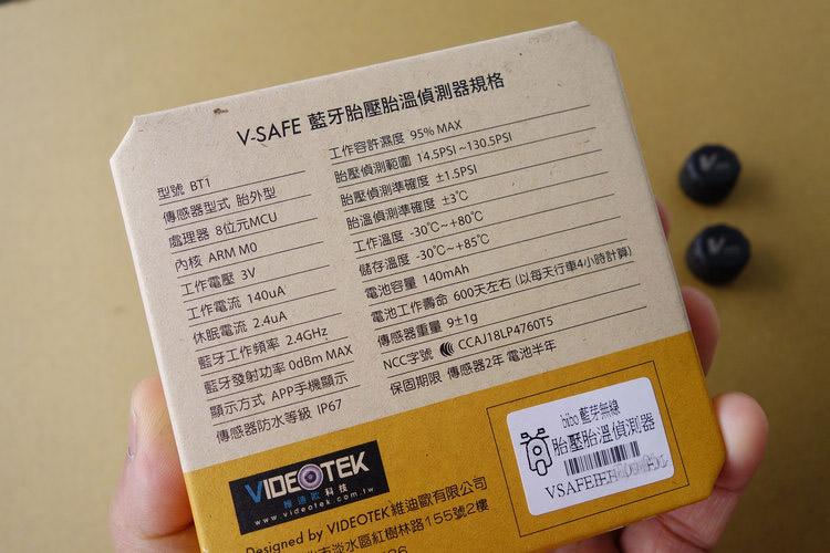 包裝盒背面記載了基本規格,其中電池壽命就算打個對折,也只要一年換一次。
