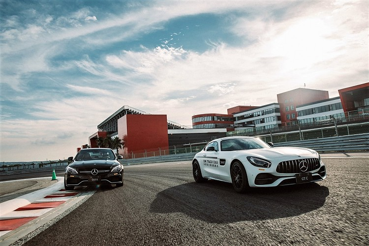 原廠澳洲專業教練駕馭Mercedes-AMG GT車系或Mercedes-AMG C 63 S,讓學員知道全力衝刺賽道是什麼感覺。