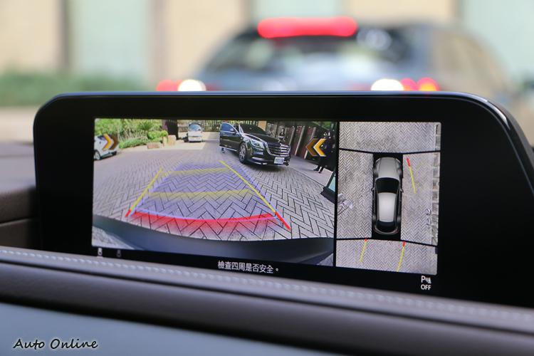 8.8吋中央顯示幕和7吋數位儀錶都是全車系標準配備。