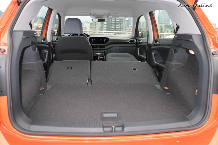 後行李廂具備385至455公升的容積,透過座椅打平可一舉擴充至1281公升。