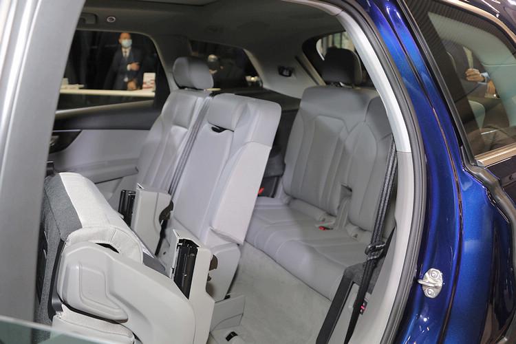 有鑑於購買Q7的台灣消費者幾乎全都選配七座配備,因此這次引進的小改款車型直接就標配七座。