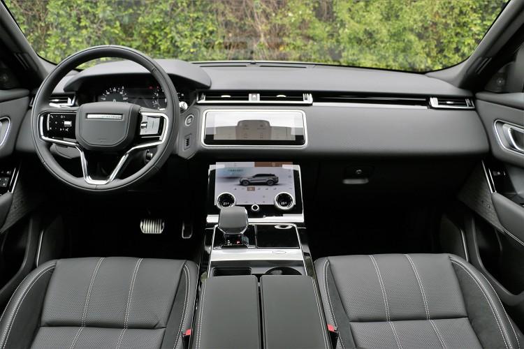 新年式車內變動幅度最大的地方在排檔桿和方向盤按鈕。