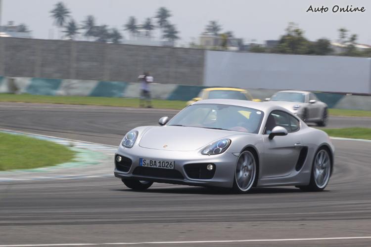 操控課程有雙門車與四門車兩組,車型包括Carrera 4S、 Carrera 2以及Boxster S與新一代的Cayman S。