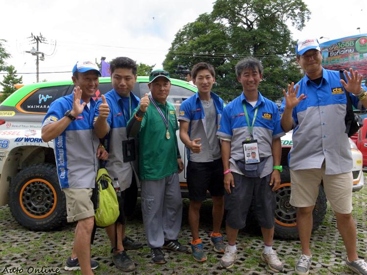 日本的中央自動車大學是我們能完賽背後一大功臣,學生趁著放假,來泰國換取經驗。