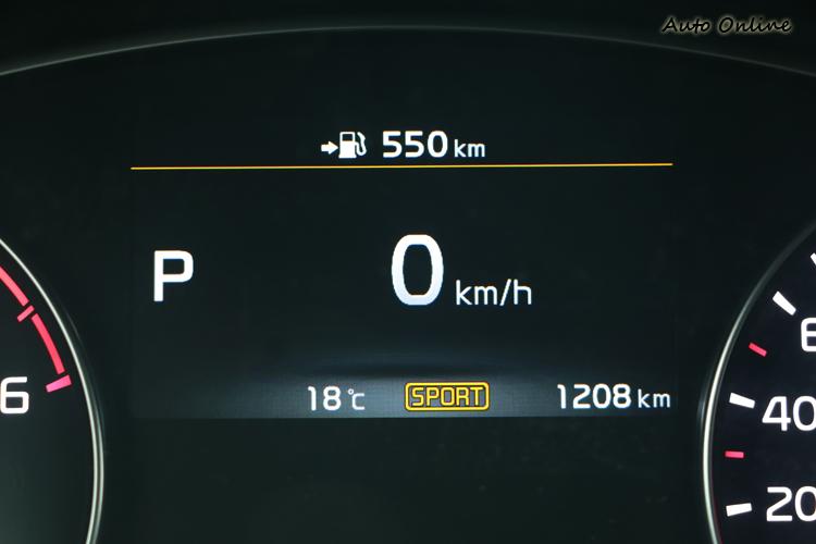 切換至Sport或Eco Mode時,儀錶螢幕上的線條也會改變為不同色彩。