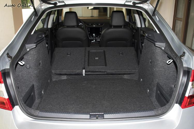 行李廂空間達590公升,放倒後座後更可達1580公升。
