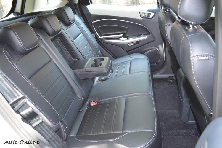 座椅機能和空間都更勝小型掀背車,改款同時也努力提昇了質感。