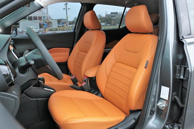 座椅使用Nissan最自豪的3D紓壓座椅,實際乘坐卻帶來較硬與扎實的體感。