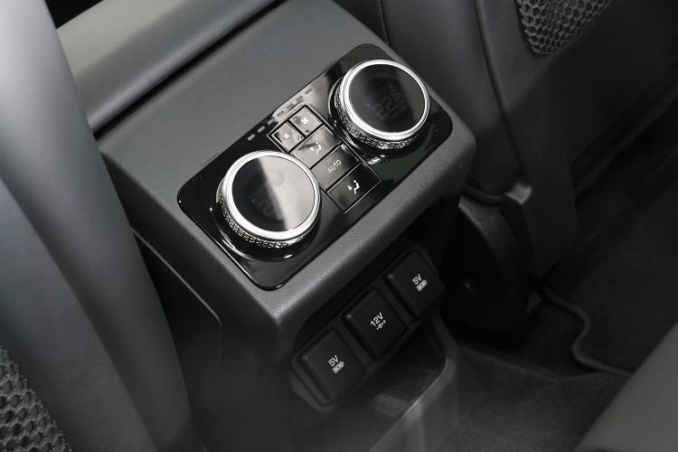 試駕車選配四區恆溫空調,後座的乘客能得到與前座相同的待遇。