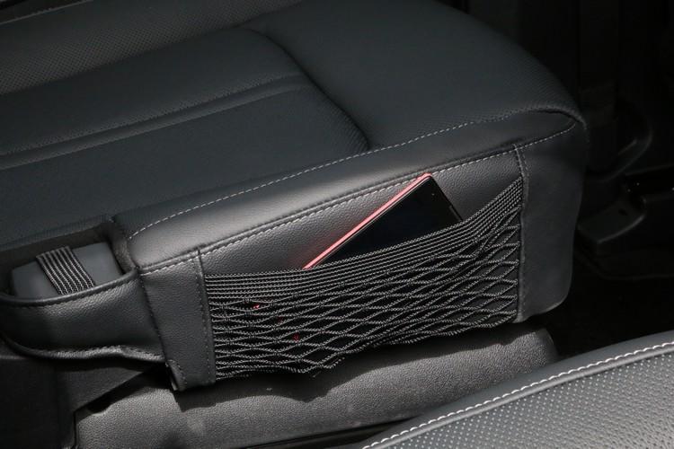 座椅側邊還可以看到網袋,讓車內不會顯得凌亂,是相當貼心實用的設計。