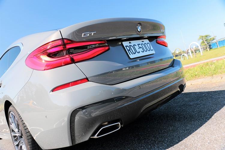 呼應車頭線條的3D LED立體尾燈搭配全新M Sport後保桿及矩形尾管,散發出強烈跑車風格。