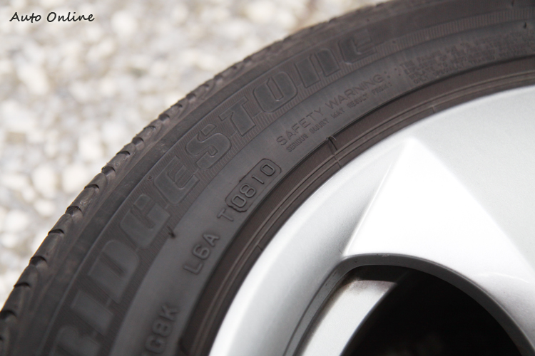 原本的舊胎是B牌的失壓續跑胎,出廠年份為2010年第八週的胎。