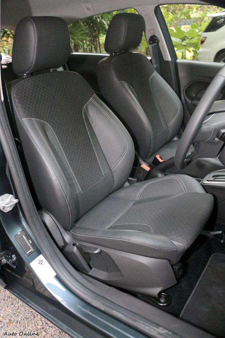 泰國版的New Fiesta座椅採真皮與織物混搭,坐起來包覆性不錯!