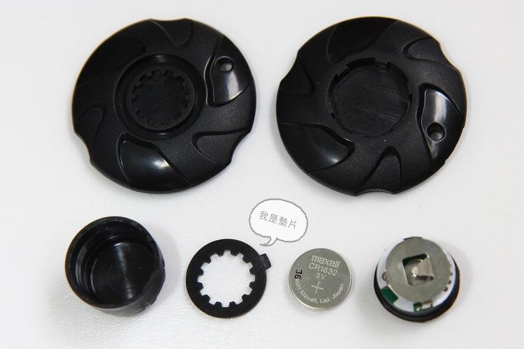 取出墊片,利用內附工具轉開傳感器後,就能隨時換電池。網路上CR1632用銅板價就能買到,再也不用理會原廠宣稱的電力到底是幾年了。
