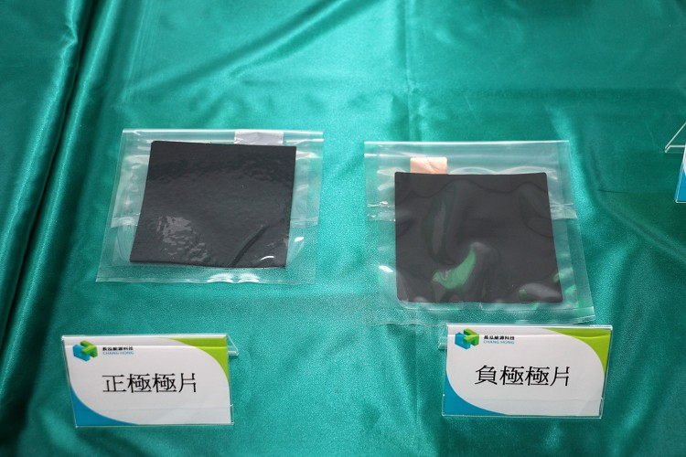 多片正負極片結合後就能成為一片電芯。
