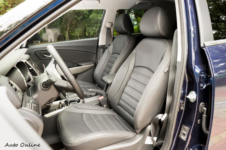 座椅為皮質包覆,駕駛座具電動調整功能。