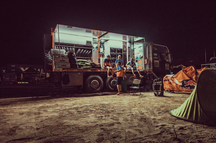 達卡大賽的後援部隊幾乎決定了能否完賽,重型卡車扮演的角色就相當重要。