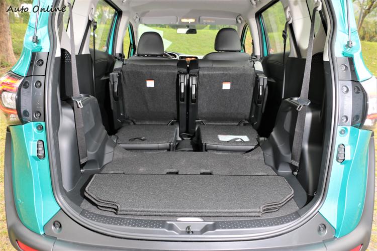 如果把第二排座椅向前收折,行李廂容積瞬間增加至1764L。
