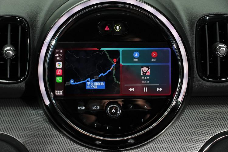 原廠標配8.8吋繁體中文觸控螢幕、導航系統、無線Apple CarPlay整合系統。