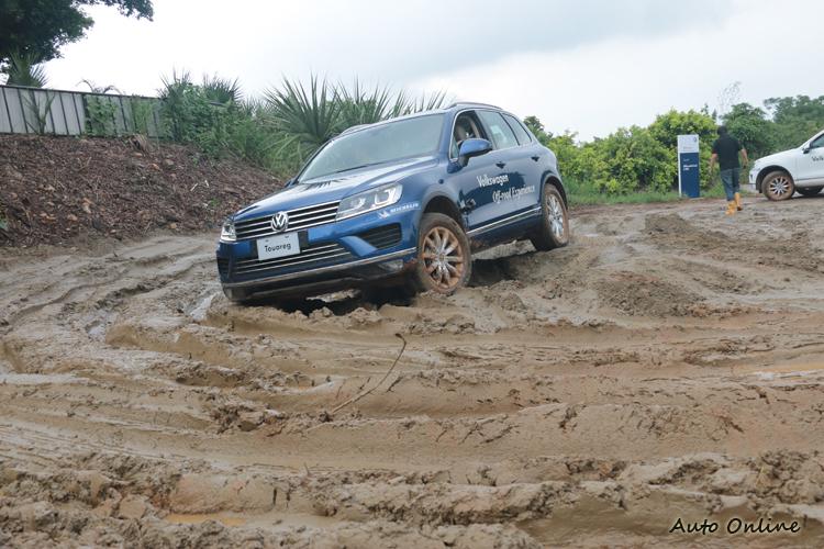 爛泥巴加上輪轍,簡直是一場惡夢,不過此時卻可展現車輛優異性能。