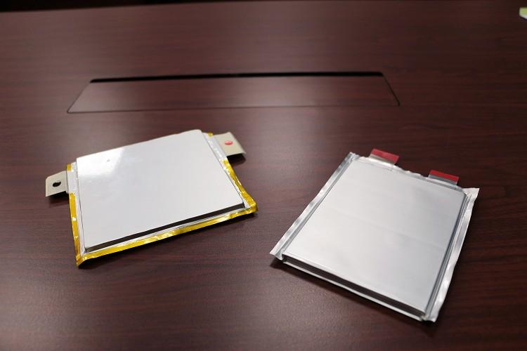 多片的電芯組合後依照不同規格使用不同數量成為電池。