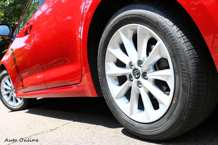 205/55R16輪胎規格尺寸,比起外觀運動感稍嫌不足。
