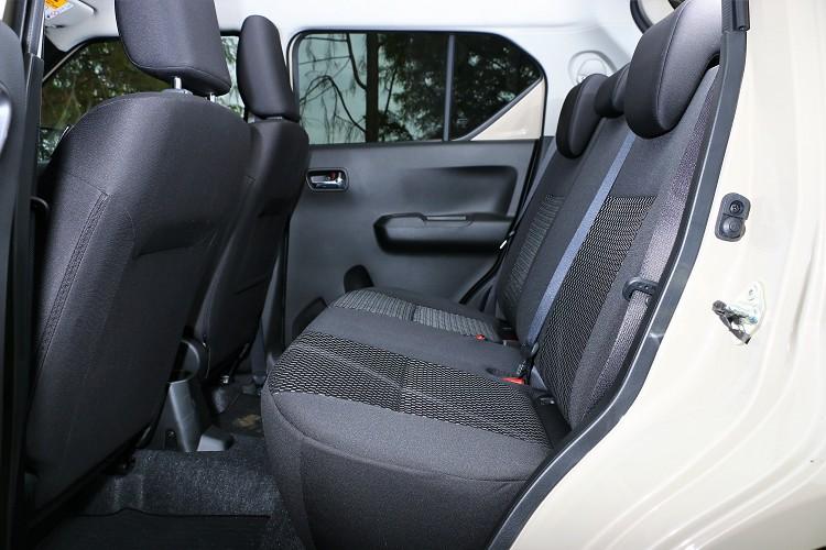 軸距達到2,435mm的Ignis,可以感受到小車寬敞後座空間。