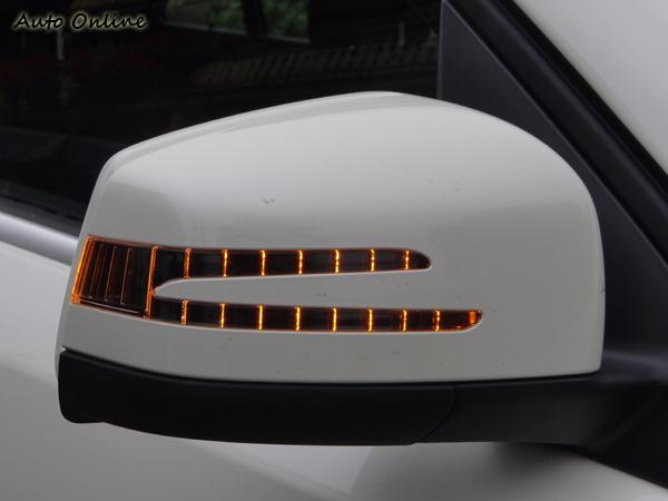 後視鏡上的C字型方向燈已用在賓士各車系,成為家族共通特色。