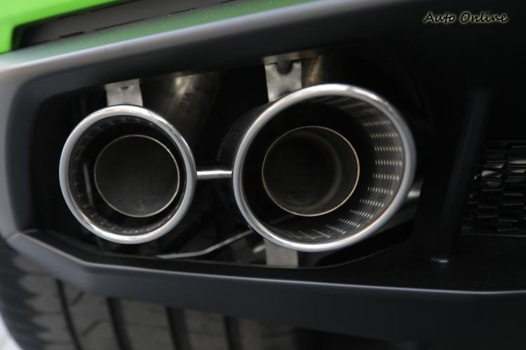 Sport和Corsa模式下,可聽到明顯引擎回火聲,排氣聲浪也會更高昂。