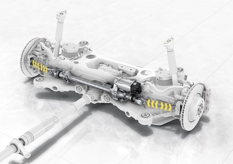 後軸轉向系統也是全新搭載的技術,有助於提高它的轉向精準度及操控性。