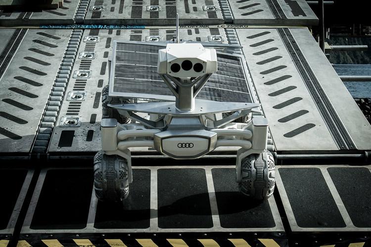 Audi Lunar quattro集結了四輪傳動科技(quattro)、輕量化車身結構(lightweight construction)、電動車技術(e-tron)、無人自動駕駛(piloted driving),車體已成功減重至30公斤,最高極速可到3.6km/h,展現節能、效能及性能三者兼具的傑出表現。