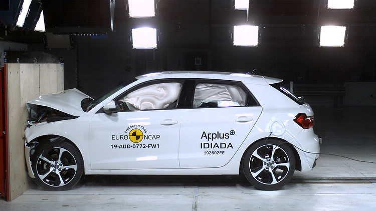 Audi A1標配了Audi前方預警式安全防護系統(Audi pre sense front),這次同樣以高分通過考驗。