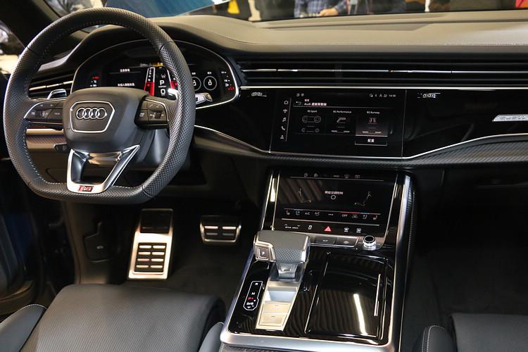 Audi RS Q8不只以強悍動力作為賣點,內裝用料質感俱佳,機能與性能同時到位。