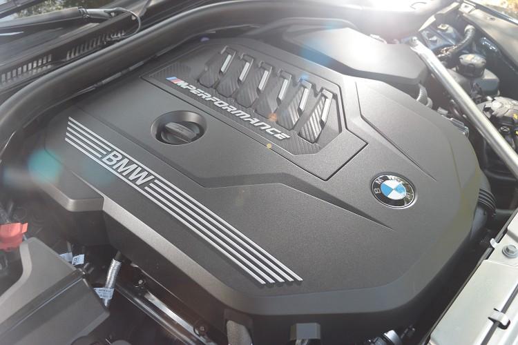 M440i上面導入48V高效複合動力系統,額外提供11匹馬力,大踩油門時進入eBoost模式。