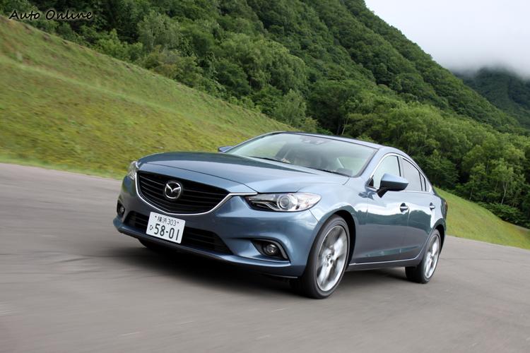 試駕環境有限,操控部分只能牛刀小試,在彎路上盡可能拉高車速,車頭的轉向精準,車尾也不會拖泥帶水、會讓人忘記全新Mazda6車長有4米8,軸距有2米8的車身尺寸。