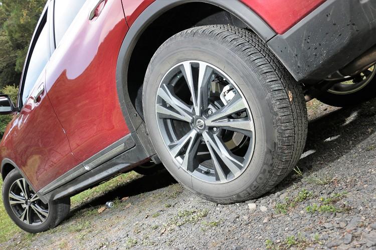 高規車型搭配225/60R18規格,新造型的18吋切削鋁圈有畫龍點睛的效果。