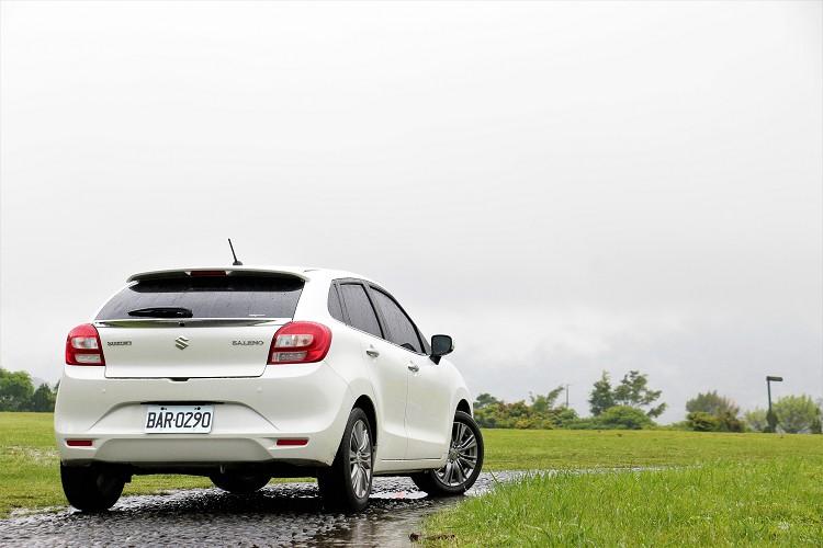 輕量化後它的車重只有980kg,優勢直接反映在車輛加速感受上。