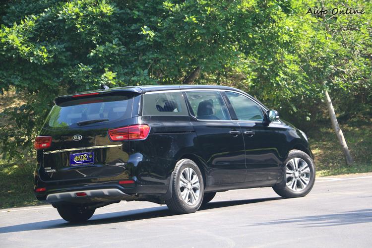 階梯式肩線在後門後緣開始揚升,讓車側視覺更顯活潑。