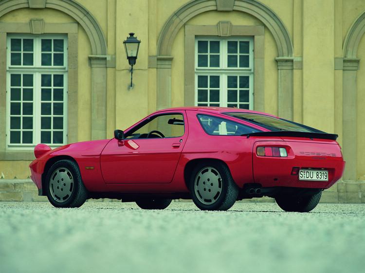 1983年的電影《疤面煞星》中艾爾帕西諾的Porsche 928 S。