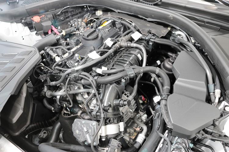 雖然同為代號B48的2.0升四缸引擎,但是在318i進氣從水冷式改為了氣冷式冷卻。