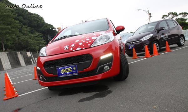 同屬迷你車尺碼的107和i10,分別代表東西方車廠對於都會用車的設計思維。