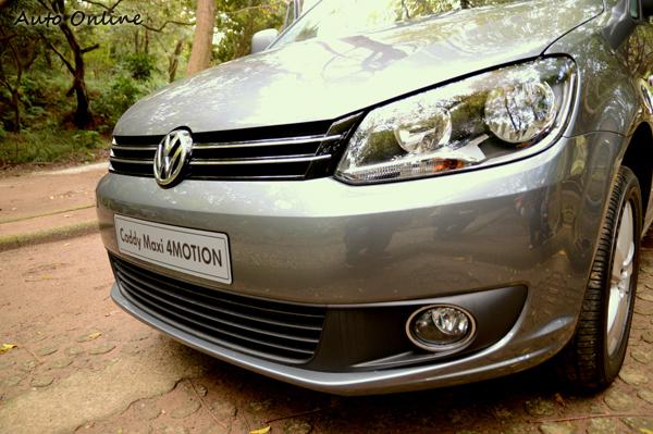 橫柵式水箱護罩加上VW圓形廠徽,類鷹眼式大燈,已成為VW慣用的家族特色。